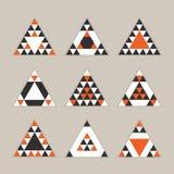 De geometrische oranje geplaatste pictogrammen van tegel gelijkzijdige driehoeken Vector Illustratie