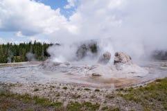 De geothermische geiser van Yellowstone stock afbeelding
