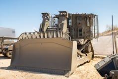 De gepantserde militaire die bulldozer op militair wordt voorgesteld toont royalty-vrije stock afbeeldingen