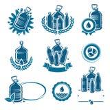 De geplaatste etiketten en de elementen van het flessenwater De inzameling van het waterpictogram Vector Stock Fotografie