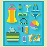 De geplaatste zomer en strand verwante pictogrammen Stock Illustratie