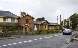 De gerenoveerde post en het automatische spoor die bij townland van Bellerena in Provincie Londonderry, Ierland kruisen stock afbeelding