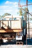 De geroeste oude vrachtwagen van het mijnbouwuiteinde stock foto's