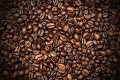De geroosterde achtergrond van koffiebonen Royalty-vrije Stock Foto