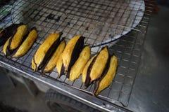 De geroosterde bananen is lokaal straatvoedsel in Thailand Royalty-vrije Stock Afbeeldingen