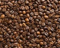 De geroosterde Bonen van de Koffie De achtergrond van het voedsel Stock Fotografie