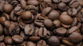 De geroosterde Bonen van de Koffie stock footage