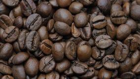 De geroosterde Bonen van de Koffie stock videobeelden