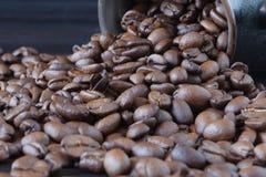 De geroosterde bruine koffiebonen, kunnen als achtergrond en tekst worden gebruikt Royalty-vrije Stock Afbeelding