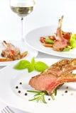 De geroosterde karbonades van de lamsrib, diner het plaatsen Royalty-vrije Stock Fotografie