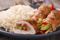 De geroosterde kippenbroodjes van kippenfilet vulden paprika's Royalty-vrije Stock Foto