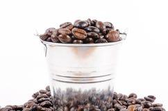 De geroosterde koffiebonen kunnen binnen stock fotografie