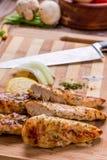 de geroosterde witte borst van de vleeskip, kippenstroken Stock Afbeeldingen