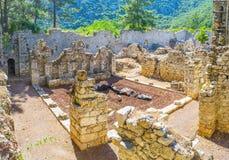 De geruïneerde tempel in Olympos, Turkije royalty-vrije stock foto