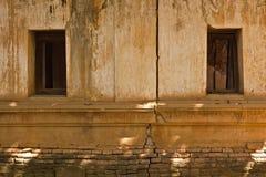 De geruïneerde tempel van Boedha in Uttaradit-provincie, Thailand Stock Afbeelding