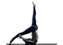 De geschiktheid van mensen pilates oefeningen Royalty-vrije Stock Foto