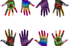 De geschilderde waterverf van het kind handen op witte achtergrond Royalty-vrije Stock Afbeeldingen