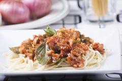 De gesloten omhoog saus van de spaghettikip royalty-vrije stock foto's
