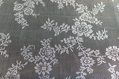 De gesloten omhoog textuur/het patroon van een mooi wit haakt tablec stock foto