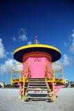 De gesloten Roze Toren van de Badmeester in het Strand van het Zuiden Stock Afbeeldingen