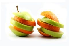De gesneden appelen en de sinaasappel royalty-vrije stock afbeelding