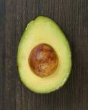 De gesneden Avocadohelft Royalty-vrije Stock Foto's