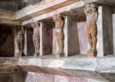 De gesneden cijfers en de gebieden waar de badlevering in bathhouse opsloeg blijven, Scavi-Di Pompei Stock Foto's