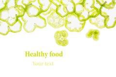 De gesneden groene paprika belt paprika op een witte achtergrond Royalty-vrije Stock Afbeeldingen