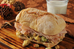 De gesneden sandwich van Turkije stock afbeeldingen