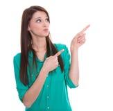 De geïsoleerde grappige vrouw stelt voor of richt. Royalty-vrije Stock Foto's