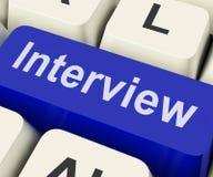 De gesprekssleutel toont het Interviewen van Gesprekken of Interviewer stock fotografie