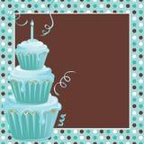 De gestapelde 1st Partij van de Verjaardag Cupcakes met polkadots Stock Foto's