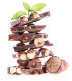De gestapelde Chocolade van de Hazelnoot (op wit) Royalty-vrije Stock Fotografie