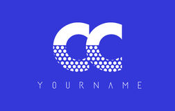 De Gestippelde Brief Logo Design van CC C C met Blauwe Achtergrond Stock Afbeeldingen