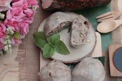 De gestoomde die bol met taro wordt gevuld is heerlijk Stock Afbeelding