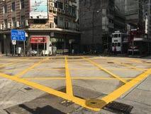 De gestreepte kruising van Hong Kong vóór groen licht Stock Fotografie