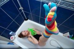 De gestreepte sokken van de kleur Stock Afbeeldingen