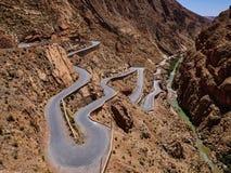 De gevaarlijke wegen van Marokko stock afbeeldingen