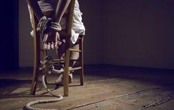 De gevangene van de vrouw stock afbeeldingen