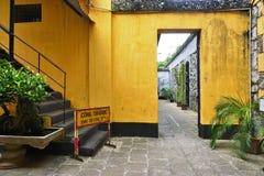 De Gevangenis van Maison Centrale Hoa Lo in Hanoi, Vietnam stock foto's