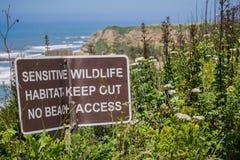 ` De gevoelige het wildhabitat ` postte teken royalty-vrije stock fotografie