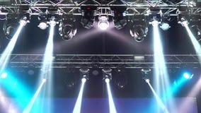 De Gevolgenstralen van de stadiumverlichting stock videobeelden