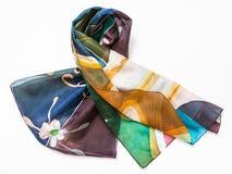 De gevouwen hand geschilderde sjaal van de batikzijde op wit Royalty-vrije Stock Afbeelding