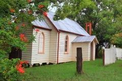 De gezellig ouderwetse Kerk van het Land Stock Afbeeldingen