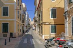 De gezellig ouderwetse straten van Mahon in Spanje royalty-vrije stock fotografie