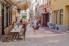 De gezellig ouderwetse straten van Mahon in Spanje royalty-vrije stock foto's