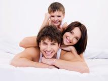 De gezichten van de vrolijke en pretfamilie Royalty-vrije Stock Foto's