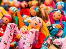 De gezichten van de gekleurde poppen van doek Sluit omhoog stock afbeelding