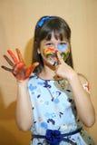De gezichten van kinderenverven met kleuren Stock Fotografie