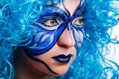 De gezichtsverf van vrouw met vlinder stock foto's